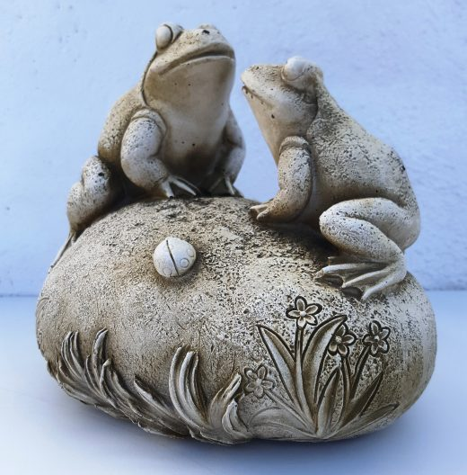Frogs on Rock 17 cm