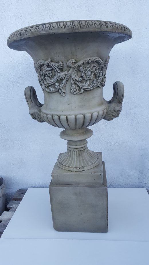 Classic Urn & Base 113 cm.